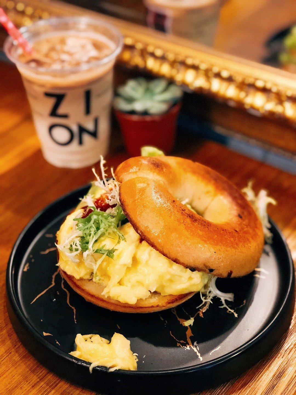 狗狗好去处 /  Coffee by Zion