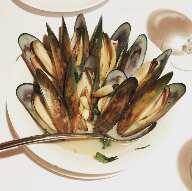 九龙城美食/帕维亚意大利餐厅/白酒煮青口,果然用咗不少时间准备,白酒非常入味, 再加上嘅青口够晒新鲜,咁大碟非常扺嗌,推介!
