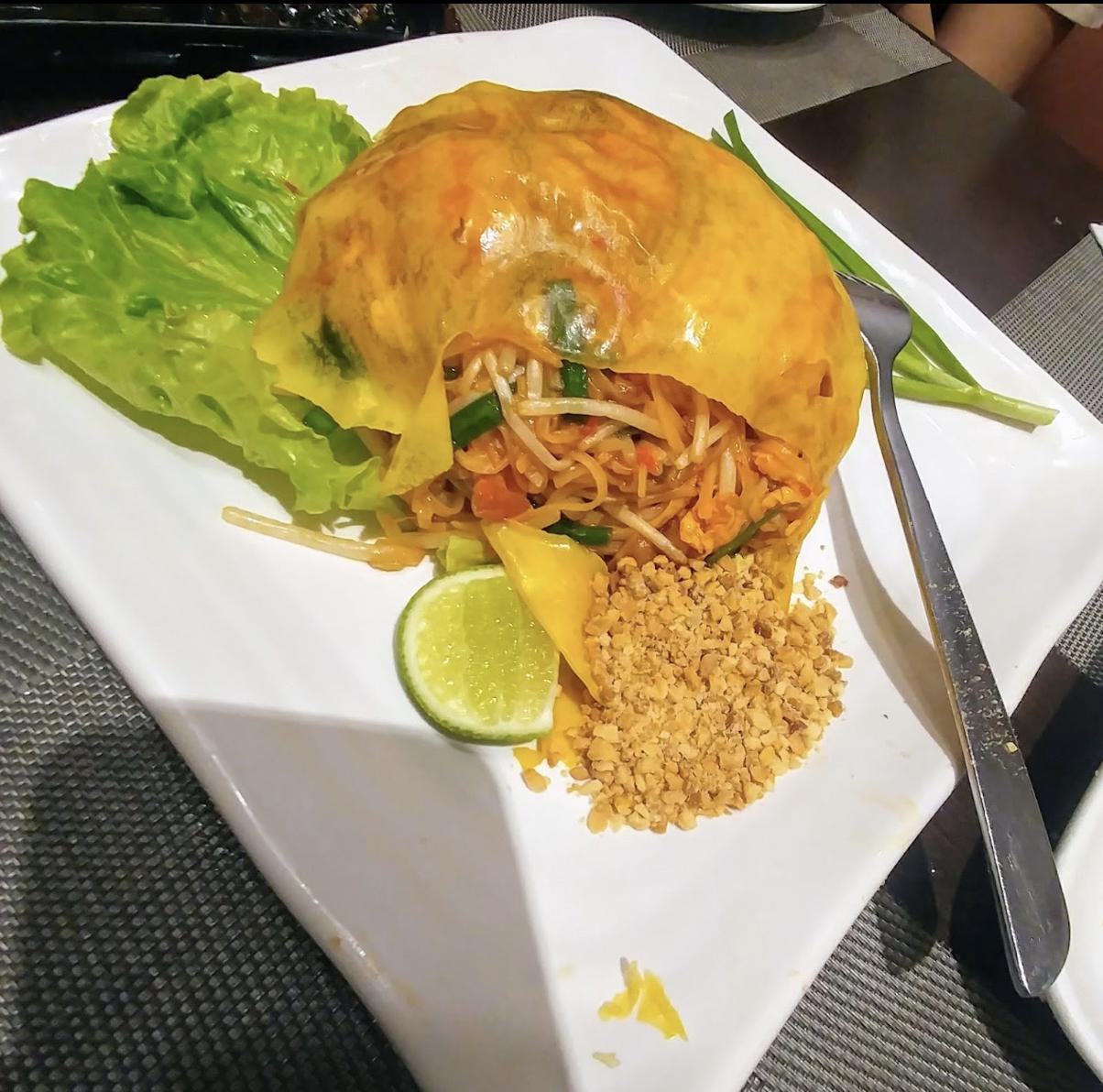 九龙城美食/Orange Elephant/金边粉基本上每次到泰国餐厅都会点!呢间既蛋网超薄超靓,打卡前可以轻轻介, 好似荷花一样打开~~ 海鲜种类同份量岩岩好,味道都好好味!