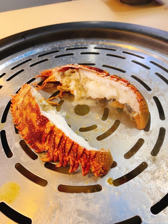 九龙城美食/蟹仙海鲜蒸气锅/琵琶龙虾个样同一般龙虾好唔同,但食落都几好好味, 而且好多肉,肉质弹牙爽甜,不错的尝试!