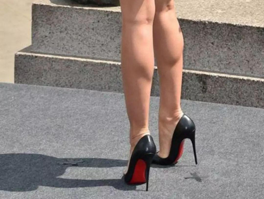 2021网民票选 瘦小腿必做的5件事 不走冤屈路 美容减肥  穿高跟鞋能令双腿看起来更修长,但经常穿却会引来反效果,令双腿肌肉长期用力,肌肉愈来愈大,导致双腿变粗。